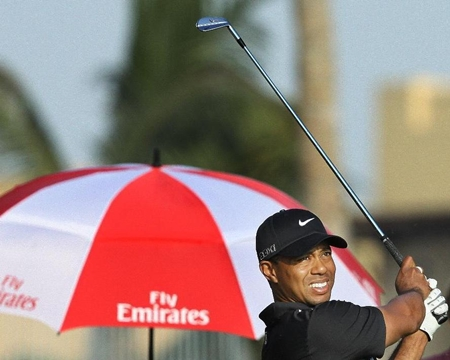 Tiger Woods firma 66 y es segundo de forma provisional en Dubai