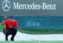Las imágenes que delatan a Tiger Woods escupiendo