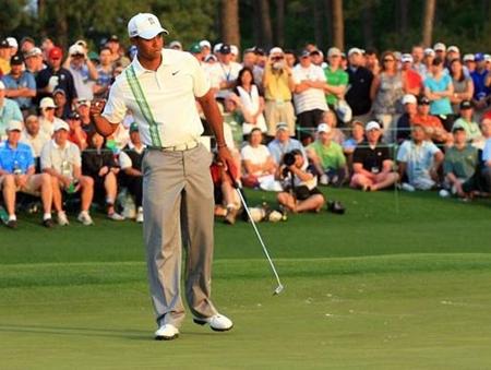 Tiger Woods, con su 'putt' tradicional, aboga por suprimir los 'belly putters'