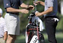 El caddie de Tiger Woods llevará la bolsa de Adam Scott