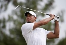 Buen arranque de Tiger Woods en Australia