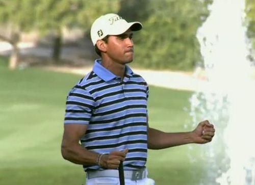 Rafa Cabrera-Bello aprieta los puños en señal de victoria en el 'green' del hoyo 18 en Dubai