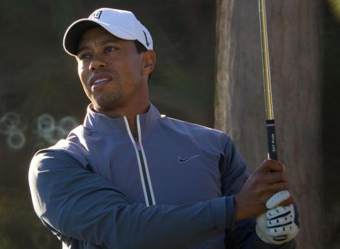Tiger Woods firmó 68 golpes en su primera ronda del PGA Tour 2012