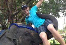 La golfista O'Toole, haciendo amigos en Tailandia