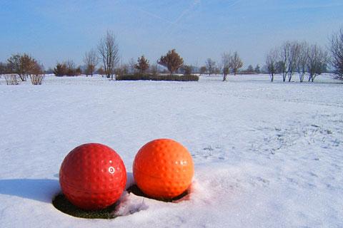 El temporal de nieve y frío paraliza el golf en media España