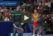 VÍDEO: Rory McIlroy se enfrenta (y gana) a María Sharapova en el Madison Square Garden