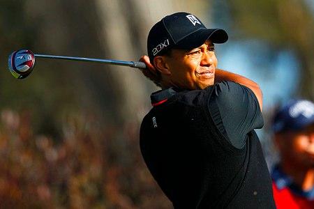 Tiger Woods vuelve a liderar un Grande
