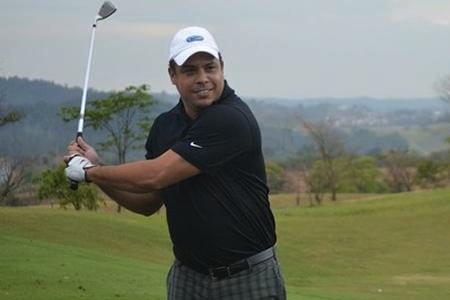 Ronaldo: dieta y golf para la TV de Brasil (II parte – VÍDEO)