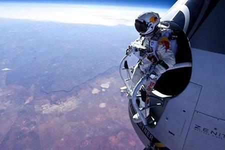 AVENTURA: Éxito de Baumgartner al lanzarse desde la estratosfera (VÍDEO)