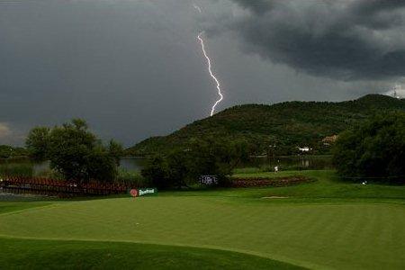 ¿Qué hacer y no hacer en una tormenta? El sudafricano Retief Goosen fue víctima de un rayo