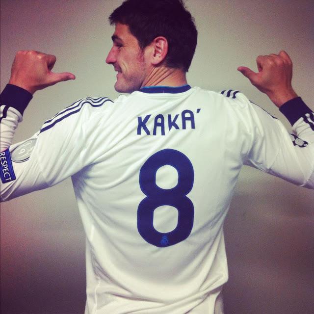 FÚTBOL: Casillas celebra sus 8 millones de fans en Facebook con … Kaká (Ver Foto)