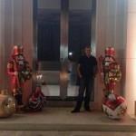 Cuando Ian Poulter  retornó del torneo del World Challenge se encontró su ciudad con la decoración navideña puesta