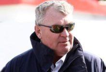 Andy McFee, jefe de árbitros, explica la penalización de Tiger Woods