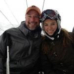 Chris Dimarco y su hija en un remonte esquiando. @ChrisDiMarco