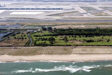 El campo de golf estará situado entre el aeropuerto y la playa