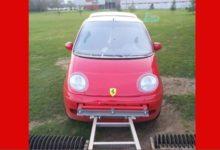 Un Ferrari para recoger las bolas en La Morgal (Asturias)