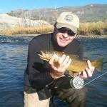 Sir Nick Faldo muestra una trucha recién  pescada. @NickFaldo006