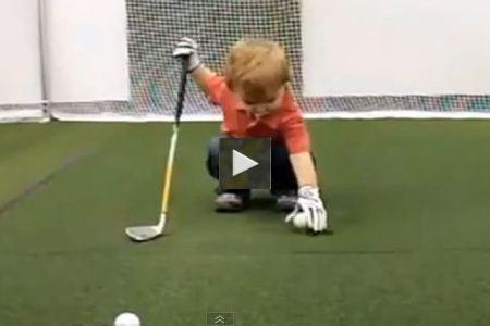 Owen, 21 meses y genio del golf (VÍDEO)