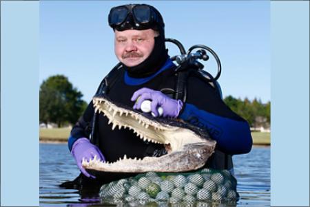 Wes Stanfield con la cabeza del caimán. Foto: Angus Murray 450