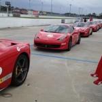 Entre 'birdies' y 'bogeys', mejor probar Ferraris. Ian Poulter, Rickie Fowler, Justin Rose, Nicolas Colsaerts y Stuart Appleby, probaron una de esas máquinas