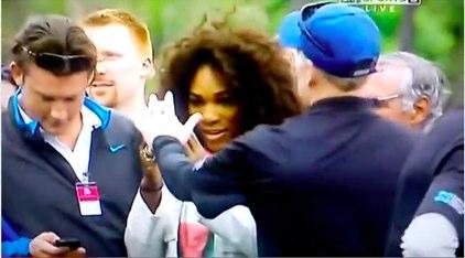 Serena ¡prohibido fotos con móvil a Tiger Woods!