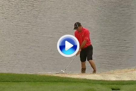 No se pierdan el golpazo de Nicholas Thompson desde el agua en el Arnold Palmer (VÍDEO)