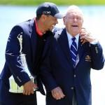 Tiger Woods en su retorno al trono mundial junto a Arnold Palmer Foto vía Twitter
