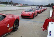 Entre 'birdies' y 'bogeys', mejor probar Ferraris