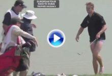 El danés Andreas Harto también se quitó los pantalones para jugar desde el agua (VÍDEO)