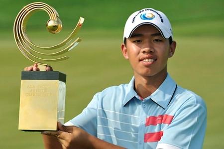 Guan Tianlang, con el trofeo de campeón amateur