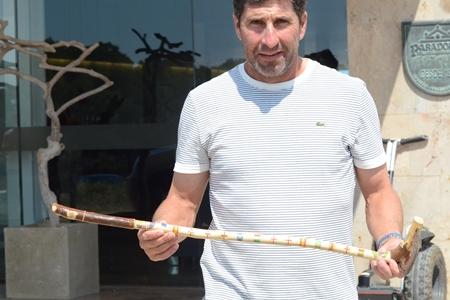 José Mari Olazábal muestra su 'putter' artesano en el Parador de El Saler
