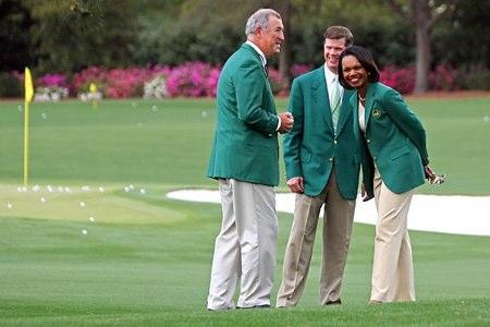 Condoleezza Rice departe con otros socios del Augusta National. Foto: Ron Williams