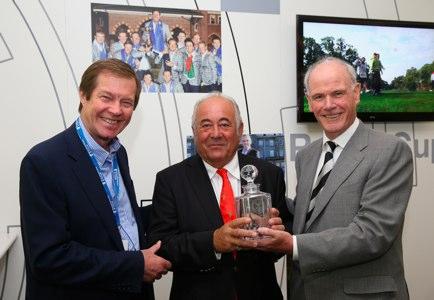 Ángel Gallardo, en el centro, recibe el homenaje en Wentworth. Foto cedida por Getty Images