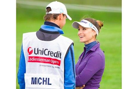 Stefanie Michl y su caddie, novio y coach Thomas Kogler. Foto LET