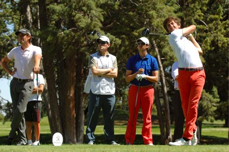 Edouard España pega el driver durante el Alps Tour en el Club de Campo