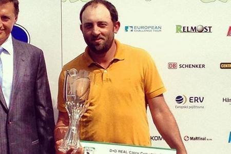 Francois Calmels con su trofeo