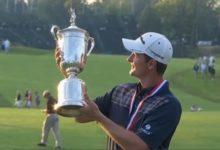 La sonrisa de un campeón que dedicó la victoria a su padre