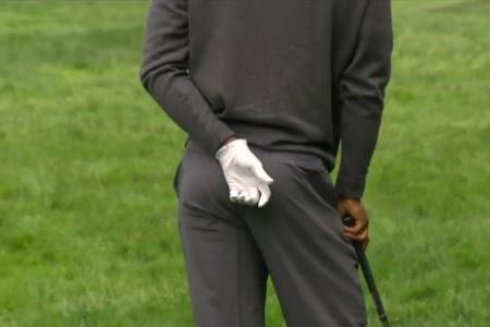 Tiger Woods en un gesto de dolor