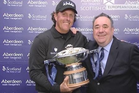 Phil Mickelson, con su trofeo de campeón en Escocia