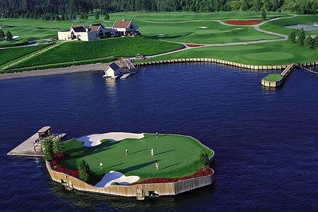 Ingeniería del golf: un 'green' flotante en Idaho