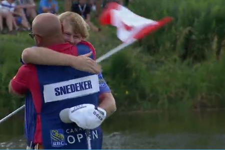 Brandt Snedeker abraza a su caddie