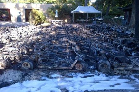 Así quedaron los 45 vehículos tras el incendio, al parecer provocado