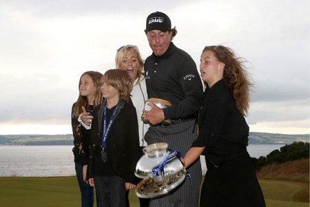 Phil Mickelson y familia. Foto Action Images