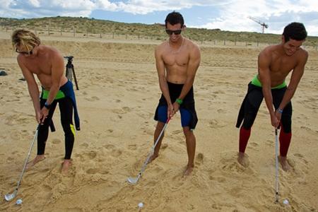 Los surfistas durante la clase de golf. Foto: LET