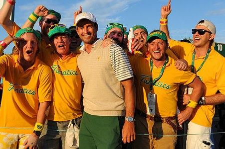 Adam Scott, rodeado de seguidores australianos. Foto Chris Condon PGA Tour