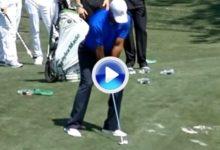 Así prepara Tiger Woods un Flop Shot. Véalo a cámara lenta (VÍDEO)