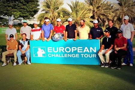 Foto de familia del Top 15 Challenge Tour 2013 con Adrián Otaegui y Nacho Elvira