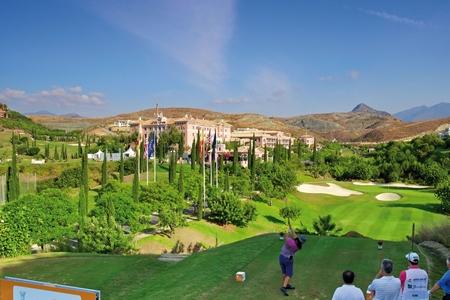 Flamingos Golf con Villa Padierna Palace Hotel al fondo