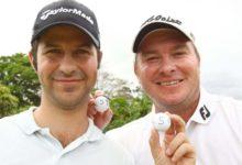 Foto para la historia, Campillo y Nel enseñan el 59 marcado en sus bolas de golf