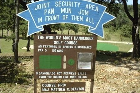 Cartel que indica el peligro en Camp Bonifas